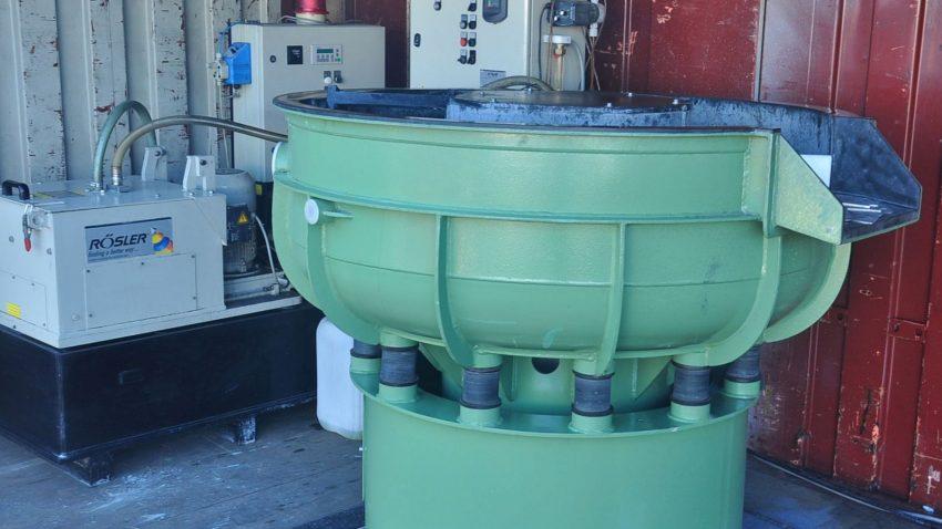 Gleitschleifanlage mit Wasseraufbereitung